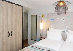 康福特蒙马特尔普拉斯杜特尔特酒店 - 巴黎 - 睡房