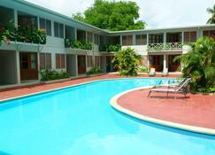 六角国际Spa酒店 - 南迪 - 游泳池