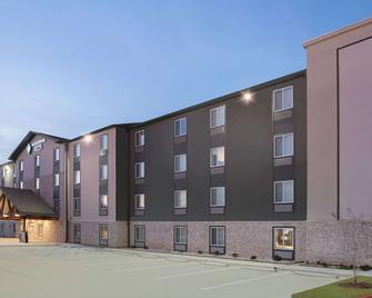 西门罗伍德斯普林套房酒店 - 西门罗 - 建筑
