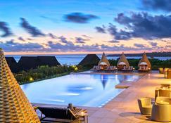 洲际斐济高尔夫度假村及Spa酒店 - 辛加东卡 - 游泳池