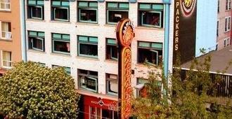温哥华同日背包客旅馆 - 温哥华 - 建筑