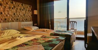 舒适埃达克拉斯酒店 - 库萨达斯 - 睡房