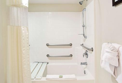 速8奥兰多国际大道北酒店 - 奥兰多 - 浴室