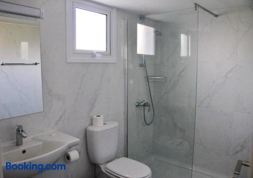 卡奥斯公寓式酒店 - 阿依纳帕 - 浴室