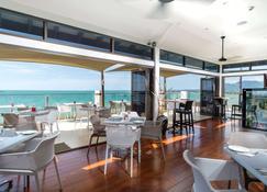 斐济威洛艾洛海滩华美达酒店 - 南迪 - 餐馆
