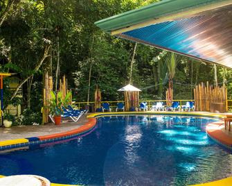 比布鲁斯赌场度假村酒店 - 曼努埃尔安东尼奥 - 游泳池