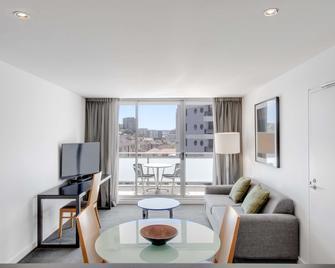 伍伦贡阿迪纳公寓酒店 - 卧龙岗 - 客厅