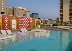 拉斯维加斯广场赌场酒店 - 拉斯维加斯 - 游泳池