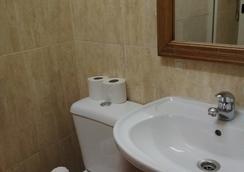 布拉干萨波尔图酒店 - 波尔图 - 浴室