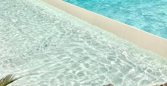 多恩卡米洛别墅旅馆 - 圣安吉洛 - 游泳池