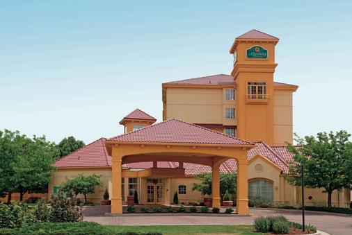 科罗拉多斯普林斯南ap拉金塔旅馆及套房酒店 - 科罗拉多斯普林斯 - 建筑