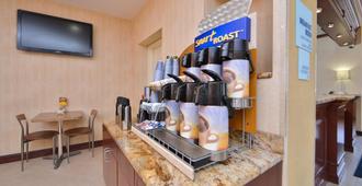 拉瓜迪亚机场智选假日酒店 - 皇后区 - 自助餐