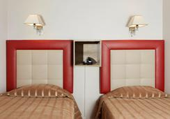 巴黎圣皮埃尔酒店 - 巴黎 - 睡房