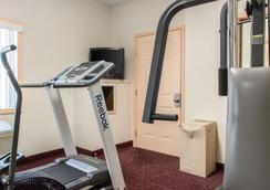 卡莱尔经济住宿酒店 - 卡莱尔 - 健身房