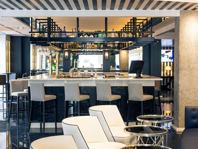 毕尔包鄂阿尔比亚花园美居酒店 - 毕尔巴鄂 - 酒吧