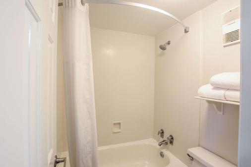 拉魁恩塔查尔斯特昂北酒店 - 北查尔斯顿 - 浴室
