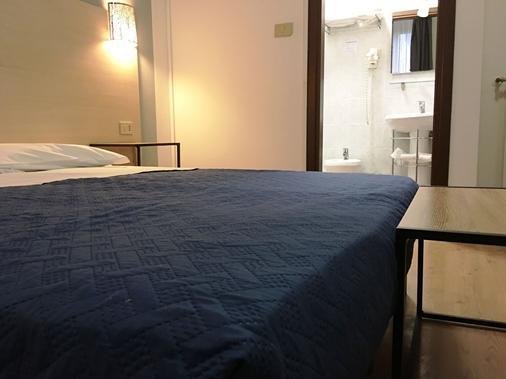 阿拉巴尔达酒店 - 的里雅斯特 - 睡房