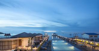 芭堤雅邦萨拉酒店 - 邦萨雷 - 游泳池