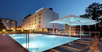 毕尔巴鄂西方酒店 - 毕尔巴鄂 - 游泳池