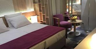 考斯摩博因特酒店 - 萨拉热窝 - 睡房