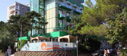 索拉亚酒店 - 利尼亚诺萨比亚多罗 - 建筑