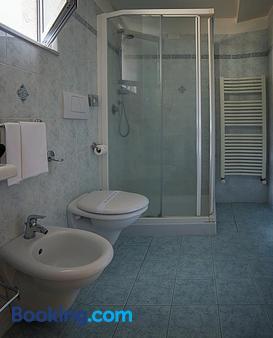 菲利派池酒店 - 奥维多 - 浴室