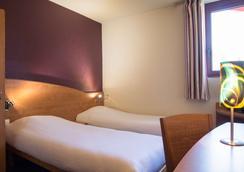 尼姆路边石原创城市酒店(国际酒店) - 尼姆 - 睡房