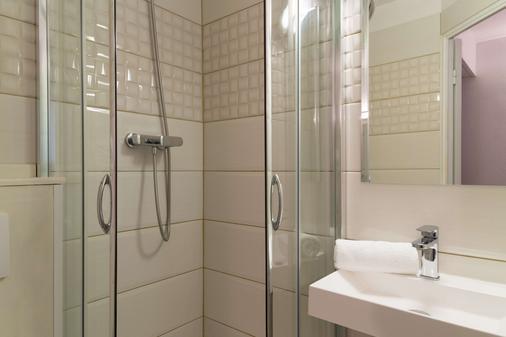 尼姆路边石原创城市酒店(国际酒店) - 尼姆 - 浴室