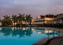 维万塔奥郎加巴德酒店 - 奥兰加巴德 - 游泳池