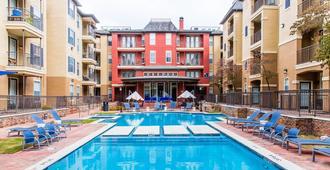 Uptown Cityplace Apartments X Rba Living - 达拉斯 - 游泳池