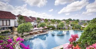 卡薩姆比大度假村及別墅 - 仓古 - 游泳池