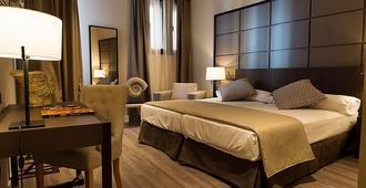 瓦尔德拉巴内斯皇宫酒店 - 阿维拉 - 睡房