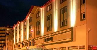 巴约讷中心宜必思酒店 - 巴约讷 - 建筑