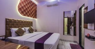 OYO 8193 珍珠景观酒店 - 孟买 - 睡房