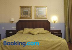 菲利派池酒店 - 奥维多 - 睡房