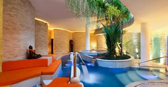 铂尔曼巴厘勒吉安酒店 - 库塔 - 游泳池