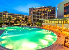 艾妃伊兹密尔瑞士大酒店 - 伊兹密尔 - 游泳池