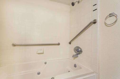 威廉姆斯堡豪生酒店 - 威廉斯堡 - 浴室
