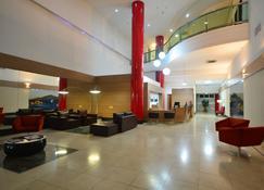 塞拉内格拉大酒店 - Carapina - 大厅