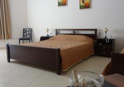 阿夫拉海滩酒店 - 莱夫卡扎 - 睡房