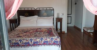 芙拉赫马里酒店 - 利帕里 - 睡房