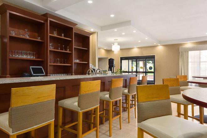 大激流城机场温德姆花园酒店 - 大急流城 - 酒吧