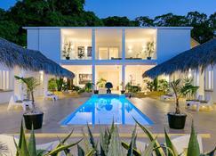 塔伊娜土地庄园酒店 - 仅供成人入住 - 拉斯特拉纳斯 - 游泳池