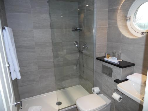 艾特罗普农庄酒店 - 曼彻斯特 - 浴室