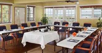 伊丽莎白足尖大堂吧酒店 - 费南迪纳比奇 - 会议室