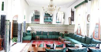 里亚德达阿恰奇旅馆 - 得土安
