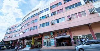 本罗西广场艾科努米客房酒店 - 马尼拉 - 建筑