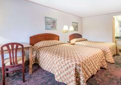 坎顿骑士酒店 - 坎顿 - 睡房