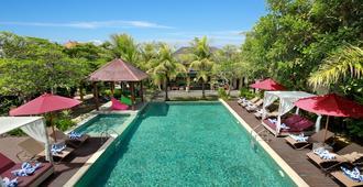 蓝毗尼园别墅及水疗中心 - 乌鲁瓦图 - 游泳池
