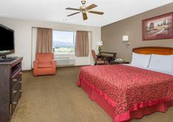 科罗拉多斯普林斯空军学院戴斯酒店 - 科罗拉多斯普林斯 - 睡房